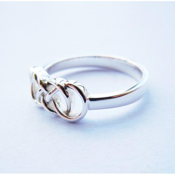 Тюмень бесконечности со кольца знаком