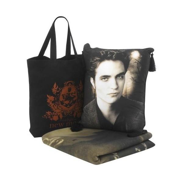 thickbox. twilight new moon bag blanket pillow set. jpg.
